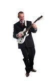 Uomo maturo che gioca chitarra immagine stock