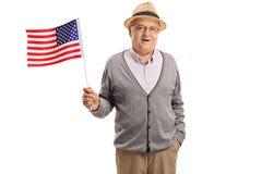 Uomo maturo che tiene una bandiera americana Fotografie Stock Libere da Diritti