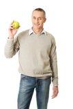 Uomo maturo con una mela Fotografie Stock Libere da Diritti