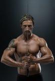 Uomo maturo nell'azione con la spada Fotografia Stock