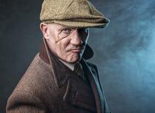 Uomo maturo vestito come gangster inglese degli anni 20 Fotografie Stock Libere da Diritti