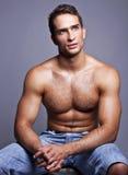 Uomo muscolare Fotografie Stock