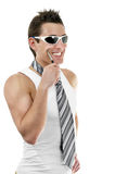 Uomo muscolare attraente con il legame immagini stock libere da diritti