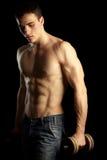 Uomo muscolare sexy con Dumbell Fotografie Stock