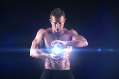 Uomo muscolare su fondo nero Immagine Stock Libera da Diritti