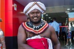 Uomo nei vestiti dello Sri Lanka nazionali Fotografia Stock