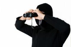 Uomo nel nero con il cannocchiale Fotografia Stock