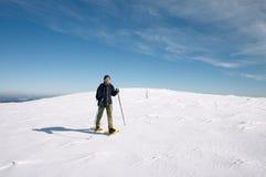 Uomo nel paesaggio della neve Fotografie Stock Libere da Diritti