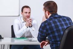 Uomo nell'intervista di lavoro Immagine Stock