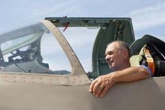Uomo nella cabina di pilotaggio del combattente Fotografia Stock Libera da Diritti