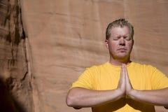 Uomo nella fine di meditazione in su Immagini Stock Libere da Diritti