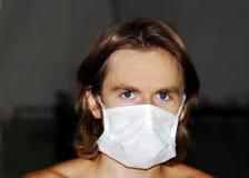 Uomo nella mascherina protettiva Fotografia Stock Libera da Diritti