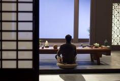 Uomo nella meditazione fotografia stock libera da diritti