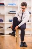 Uomo nello spogliatoio Fotografia Stock Libera da Diritti