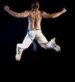 Uomo nudo mezzo nel salto fotografia stock libera da diritti