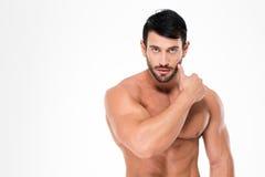 Uomo nudo muscolare che esamina macchina fotografica Fotografie Stock Libere da Diritti