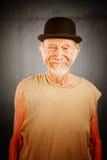 Uomo pazzesco in cappello di giocatore di bocce Fotografia Stock