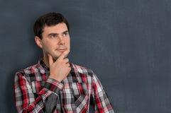 Uomo premuroso con la lavagna vuota Fotografia Stock Libera da Diritti