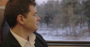 Uomo premuroso in treno stock footage