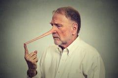 Uomo preoccupato triste con il naso lungo immagine stock