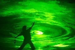 Uomo prima del tunnel della luce verde Fotografia Stock Libera da Diritti
