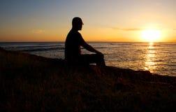 Uomo profilato al tramonto Immagine Stock Libera da Diritti