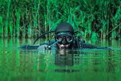 Uomo rana della GUARNIZIONE della marina immagini stock