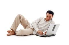 Uomo Relaxed con il computer portatile #2 Fotografia Stock Libera da Diritti