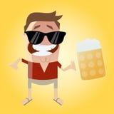 Uomo rilassato con birra Immagine Stock