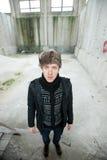 Uomo russo in alleyway Fotografia Stock Libera da Diritti
