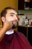 Uomo in salone fotografia stock