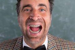 Uomo sciocco del nerd retro con l'espressione divertente dei ganci fotografia stock libera da diritti
