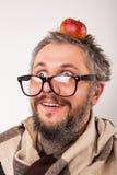 Uomo scontroso anziano con la barba ed i grandi vetri del nerd Immagini Stock Libere da Diritti