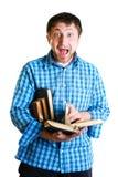 Uomo scosso con i libri a disposizione Immagine Stock