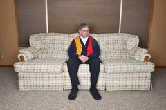 Uomo senior anziano anziano Potrait che si siede nella Camera Fotografia Stock Libera da Diritti
