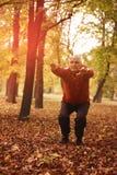 Uomo senior che si esercita nel parco Fotografia Stock Libera da Diritti