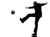 Uomo senior di affari che gioca a calcio siluetta Immagine Stock Libera da Diritti