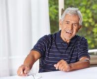 Uomo senior sorridente felice Immagini Stock Libere da Diritti