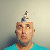 Uomo senior stupito e donna di grido Fotografie Stock Libere da Diritti