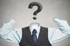 Uomo senza braccia con il punto interrogativo invece della testa Fotografia Stock