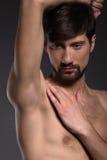 Uomo senza camicia. Immagine Stock