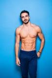 Uomo senza camicia con la barba sul blu Fotografie Stock Libere da Diritti