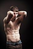 Uomo senza camicia sexy con l'addome muscolare Fotografia Stock Libera da Diritti