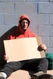 Uomo senza casa con il segno Fotografia Stock