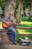 Uomo senza casa sulla via Fotografia Stock Libera da Diritti