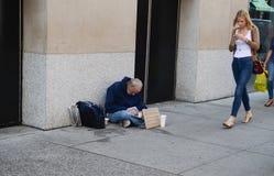 Uomo senza tetto Fotografie Stock Libere da Diritti