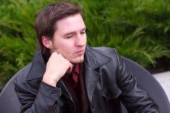 Uomo serio barbuto bello con il ritratto del rivestimento Immagine Stock Libera da Diritti