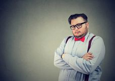 Uomo serio di affari con l'espressione snobistica del fronte fotografia stock