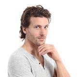 Uomo sexy che esamina macchina fotografica con la mano sul mento Immagine Stock Libera da Diritti