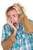 Uomo sonnolento che sbadiglia immagini stock libere da diritti